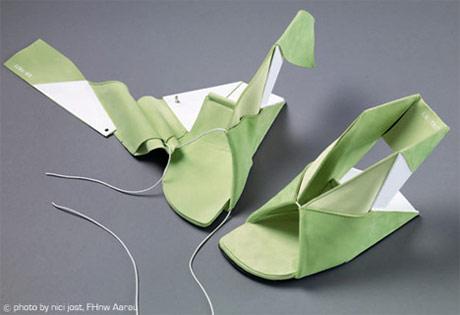 The EIN/TRITT shoe